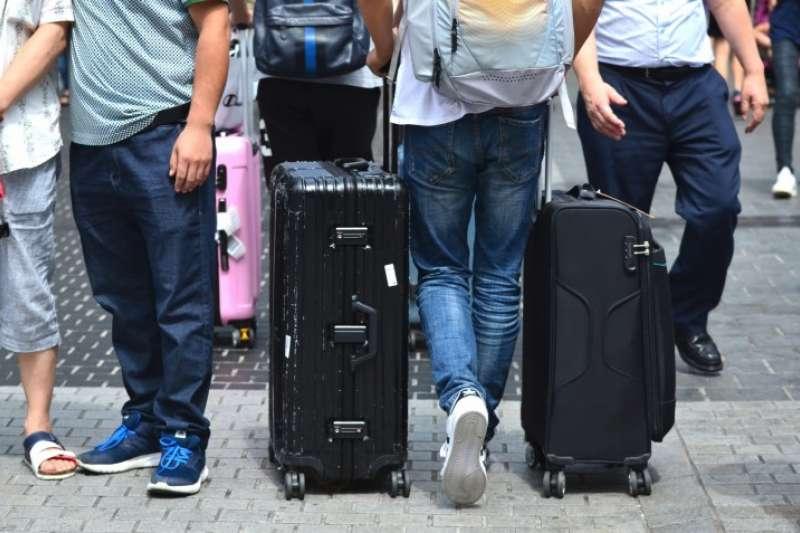 旅行時,最怕行李大包小包,以下整理了日本寄放行李服務的6種方式。(圖/Matcha提供)