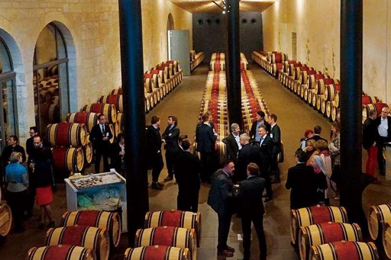 2017年波爾多新酒品嘗週的開幕晚宴在瑪歌村的三級酒莊C h.Kirwan舉行,這是波爾多名莊展示新建酒窖的最佳良機。(商業周刊提供)