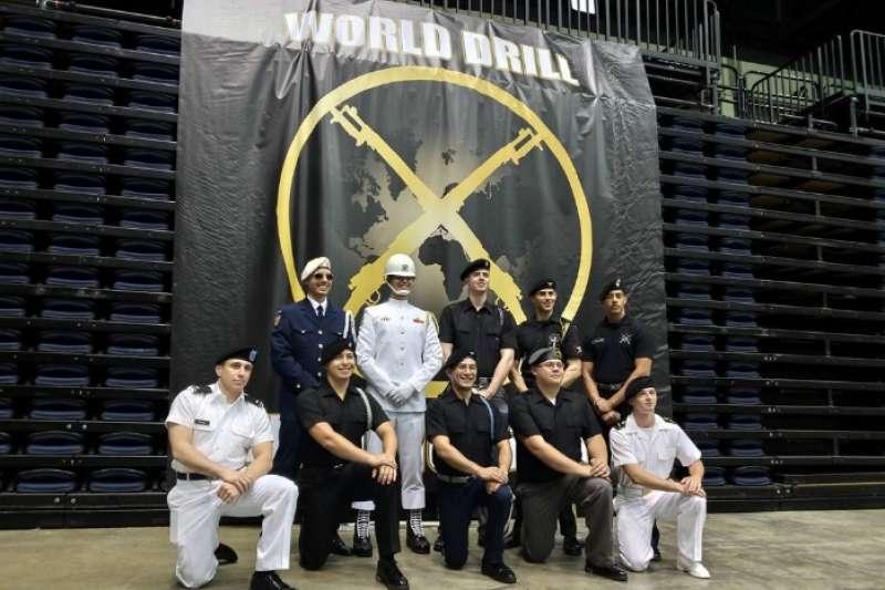 海軍儀隊蘇祈麟上兵參加美東時間5日(台灣時間6日凌晨)舉行的「世界儀隊錦標賽」,以高超技巧進前8強。(取自海軍司令部)