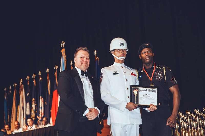 20180507_海軍儀隊上兵蘇祈麟(中),參加世界儀隊錦標賽獲得第四和大會特別獎。(翻攝Triangle Studio 三角鐵影像工作室)