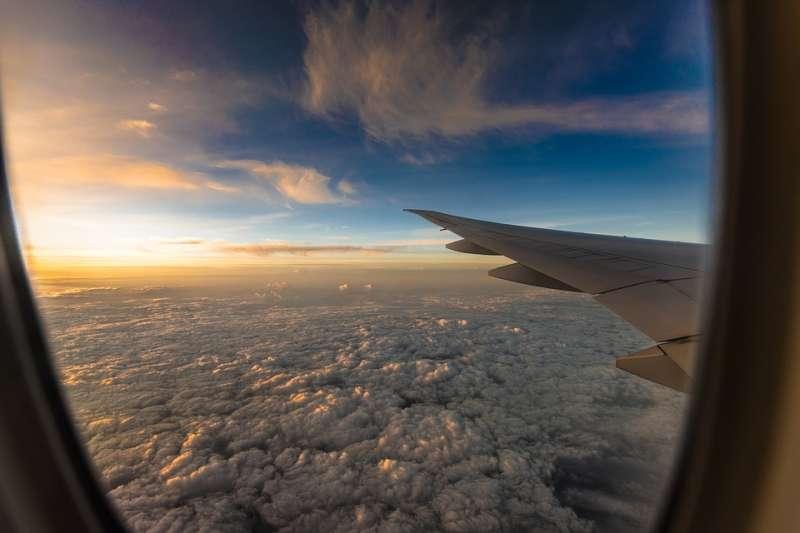 上了飛機,就是不確定的開始,有面對各種危險的可能,就有機會與或軟弱或強悍或靈活或固執的自己直面相遇。(資料照,取自bulletrain743@pixabay/CC0)