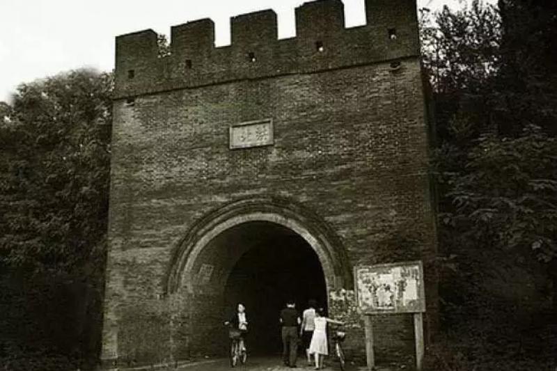 修建于明朝洪武十八年(公元1385年)的汝南县北城门(取自網路 )