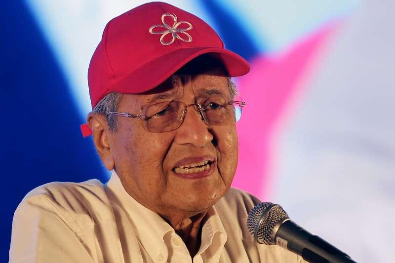 2018馬來西亞國會大選9日登場,前總理馬哈地出馬挑戰納吉(AP)