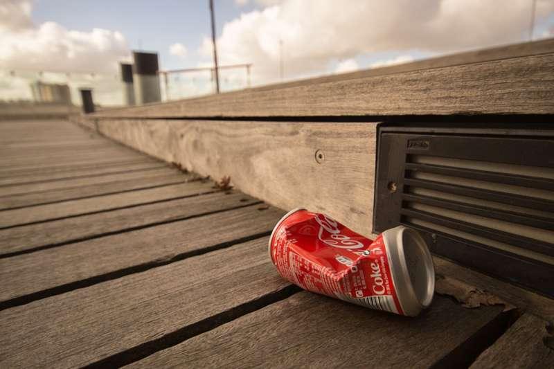 用過一次即丟的各式餐具跟飲料杯無所不在。(示意圖/Pixabay)