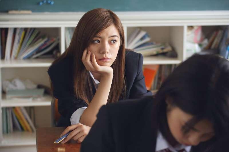 私大P老師認為,30年前國中畢業生,只有3成能讀高中職,能進大學又只剩3成,是PR值90以上的人才讀大學;如今PR值1到99學生都可進大學,加上教師缺人,要怎麼教?示意圖。(資料照,取自pakutaso)