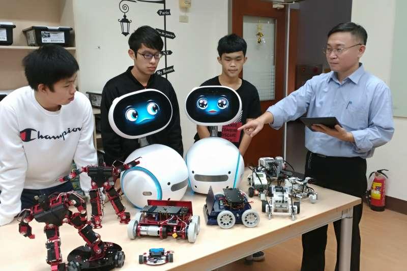 育達科大物聯學程的機器人應用實驗室。(圖/育達科大提供)