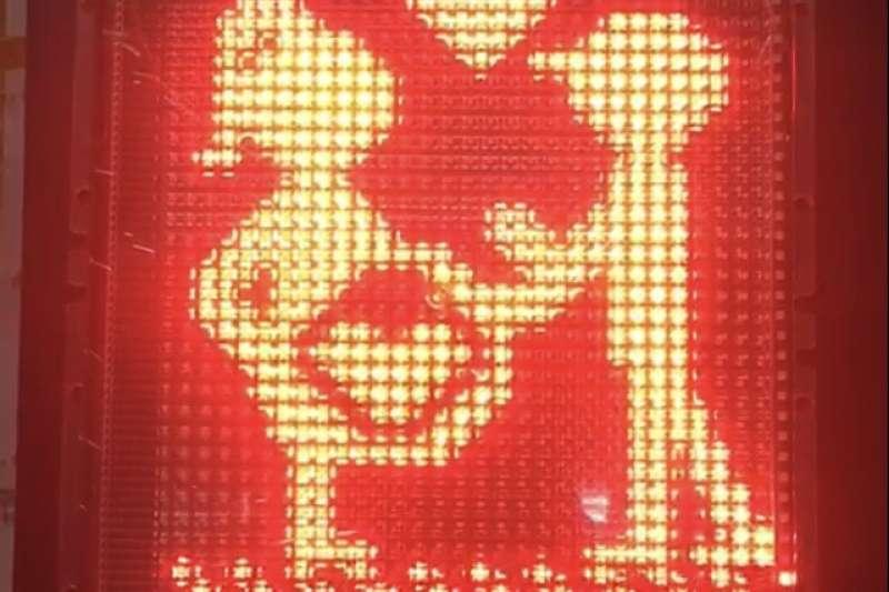 屏東縣推出懷孕版小綠人號誌,透過創意提醒民眾注意交通安全。(屏東市政府提供)
