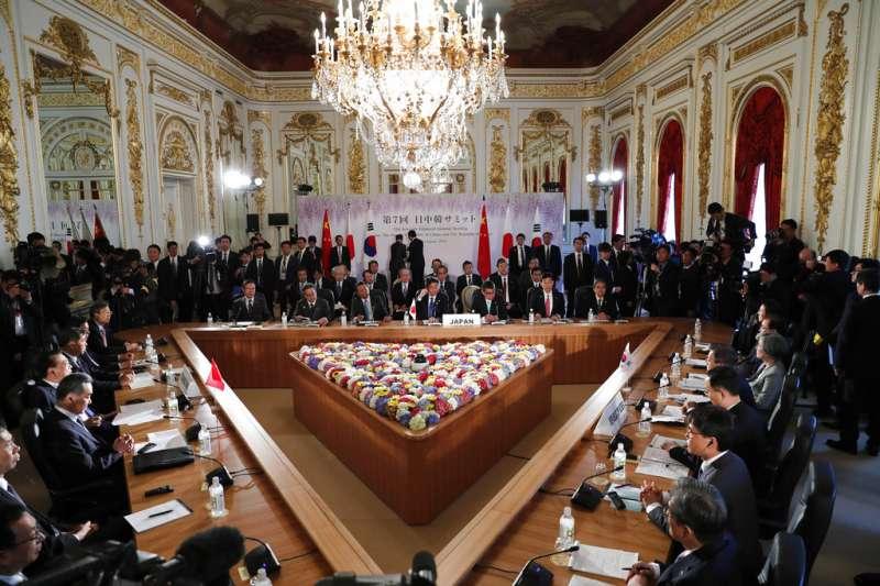 中日韓領導人會議9日在東京召開。(美聯社)