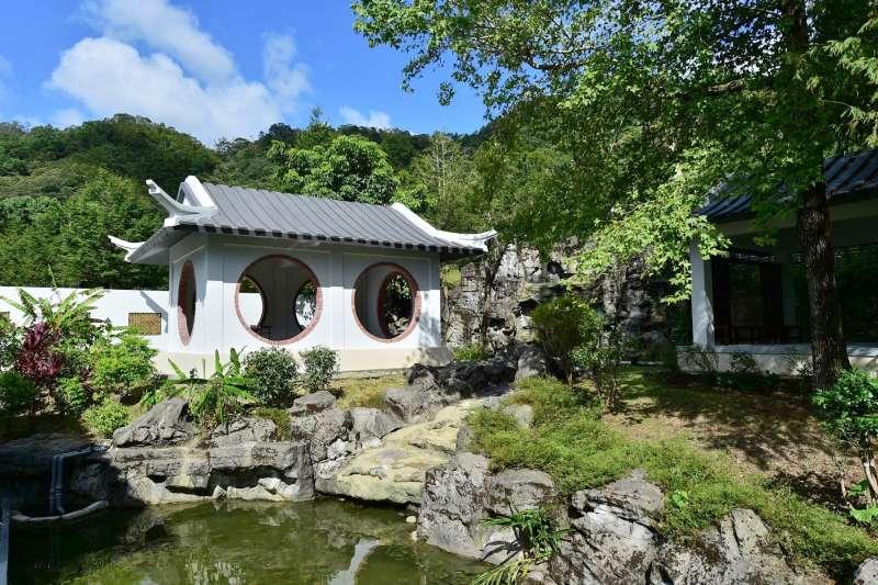 下次全家出遊換你當導遊,就帶爸媽到古色古香,別有韻味的傳統庭園走走吧!(圖/取自新北市坪林茶業博物館@facebook)