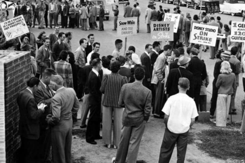 米老鼠和它的小夥伴們憤怒了。1941年,迪斯尼藝術家們罷工,要求加薪改善待遇,抗議解僱動漫大師,要求認可工會。(BBC中文網)