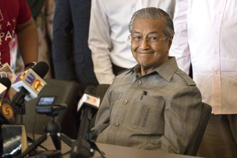 被尊稱為「馬來西亞現代化之父」的馬哈地,成功領導反對派勢力,扳倒當年提拔他的國民陣線,讓馬來西亞迎來獨立後首次政黨輪替。(AP)