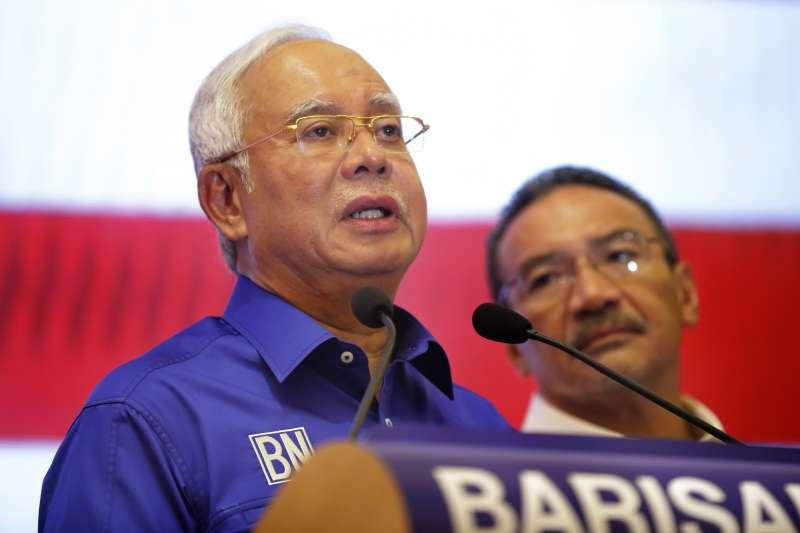 2018年5月10日馬來西亞總理納吉召開記者會承認敗選。(AP)