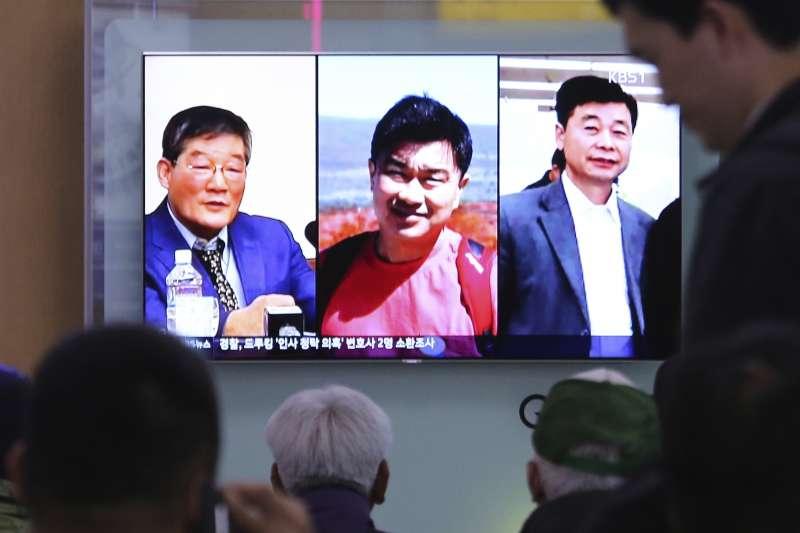 2018年5月9日,3名被北韓囚禁的韓裔美國人金尚德、金學成與金東哲獲釋,搭乘專機返美。(AP)
