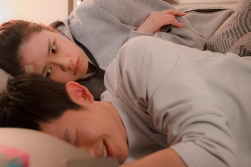 愛情的一開始,為了吸引對方都會盡其所能,展現自己最有魅力、有優勢的一面。(示意圖非本人/ JTBC Drama@facebook)