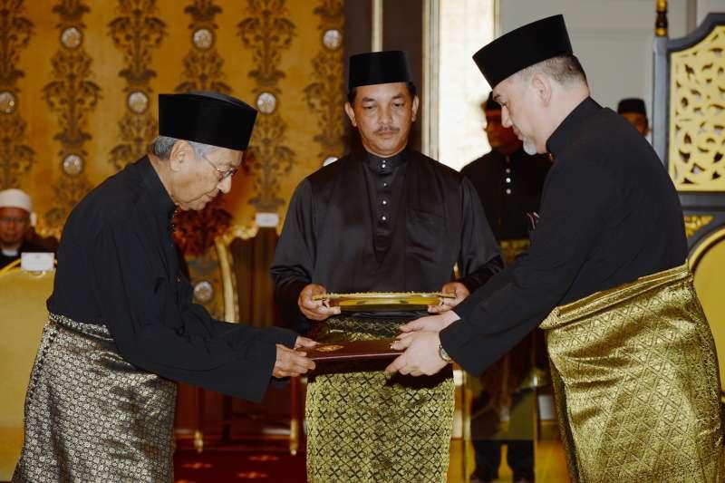 2018年5月10日馬哈地就任馬來西亞總理。(AP
