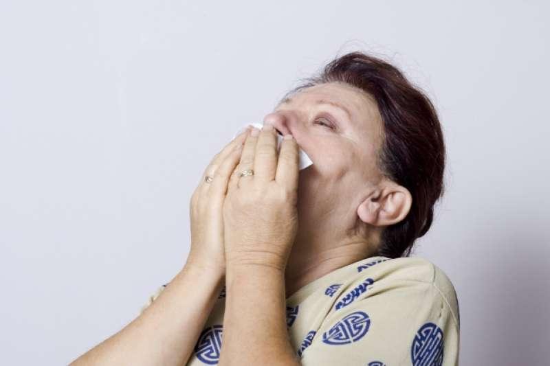 當持續單側的清澈鼻水發生時,可以先檢視症狀!(示意圖非本人/photoAC)
