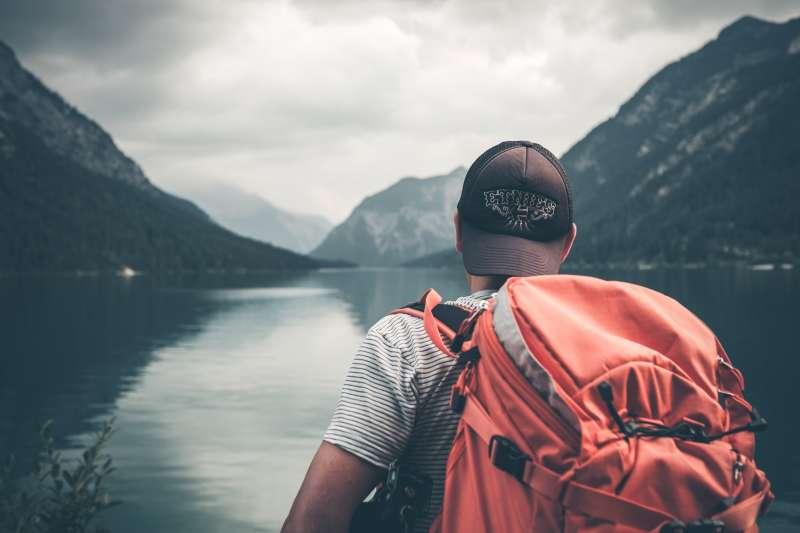 厭倦了索然無味的生活,想要拋下一切去探索世界嗎?旅遊達人告訴你六點必做功課,讓環遊世界不再是夢想!(圖/截自unsplash)