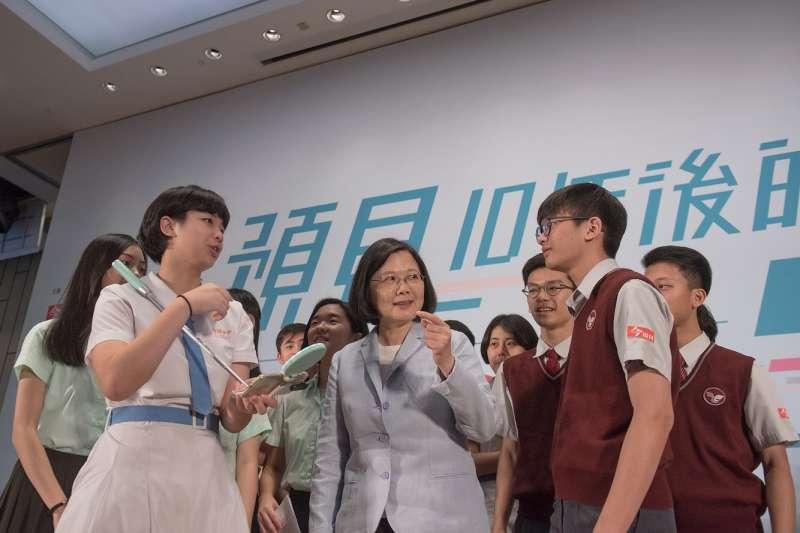 2018年5月12日,蔡英文總統與高中生對談「預見10年後的台灣」(總統府)
