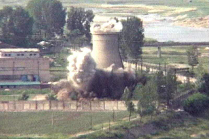北韓2008年6月以爆破方式拆除寧邊核子設施冷卻塔(AP)
