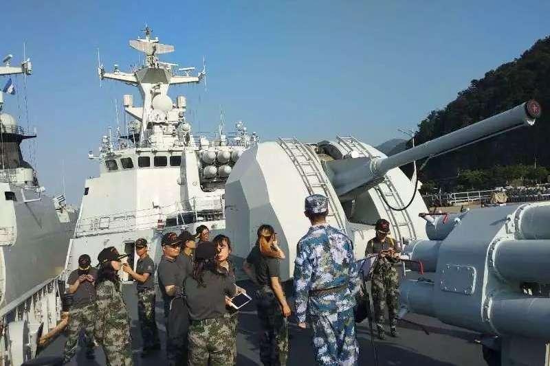 20180513,中國軍艦稱巡邏時與台灣軍艦打招呼,我國防部斥為假新聞。(圖片來源:鳳凰網)