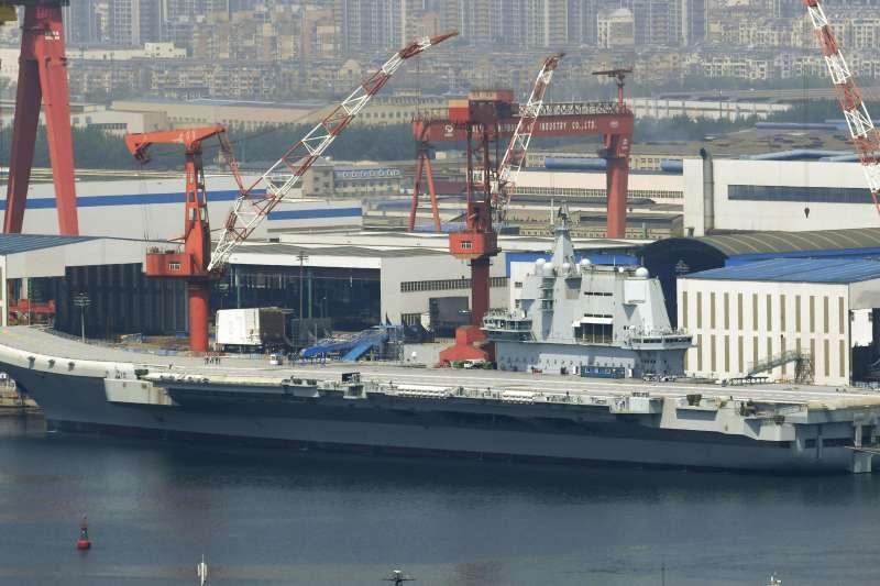 解放軍近期在東海進行實彈演習。圖為遼寧艦。(資料照,美聯社)