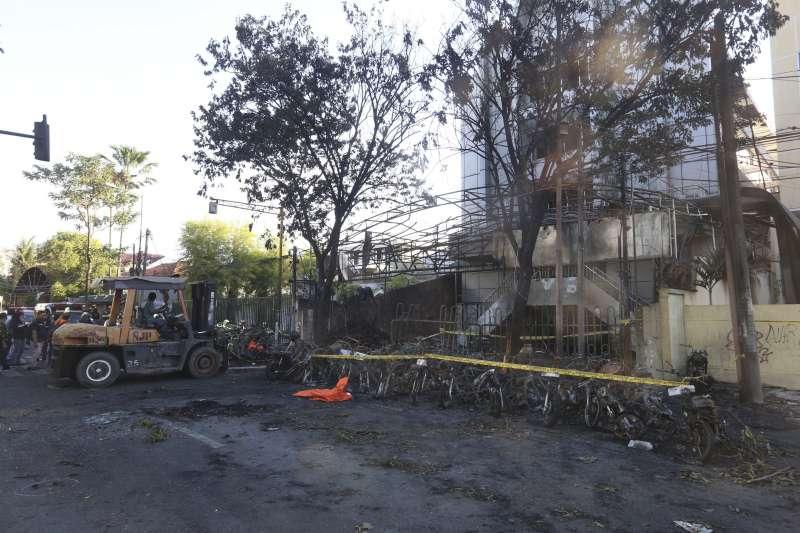 20180514-印尼泗水,印尼泗水三間教堂驚傳恐攻,兇嫌為一家六口。(美聯社)