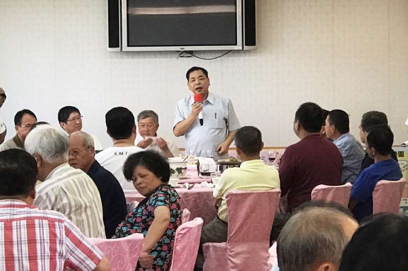 國民黨新竹縣黨部主委陳見賢(中)14日在公開餐會場合嗆聲中央,如果不是提名楊文科,他不惜脫黨參選到底。