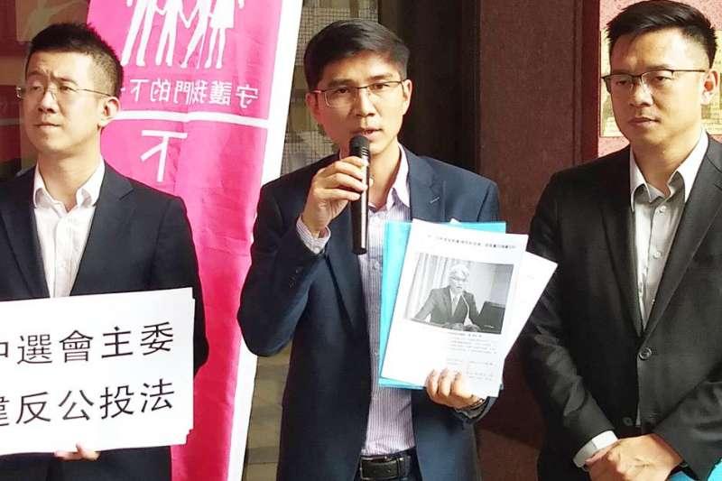 下一代幸福聯盟14日前往台北地檢署按鈴提告中選會主委陳英鈴已違反《公投法》第35條。(翻攝自幸福盟官網)