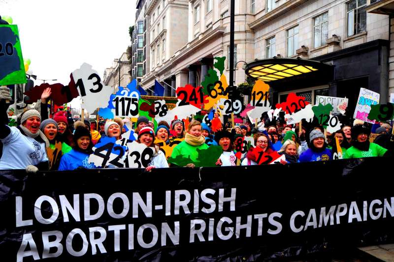 愛爾蘭即將在25日進行憲法第8修正案公投,決定是否鬆綁嚴格的墮胎法規。(取自London-Irish Abortion Rights Campaign臉書)