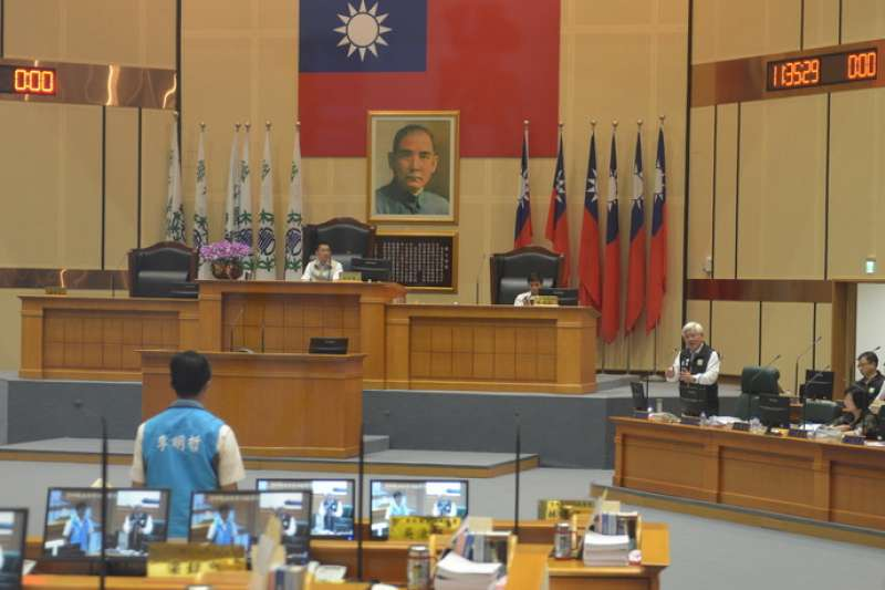 雲林縣長李進勇親自於議會說明雲林縣未來的垃圾處理規劃。(圖/雲林縣政府提供)