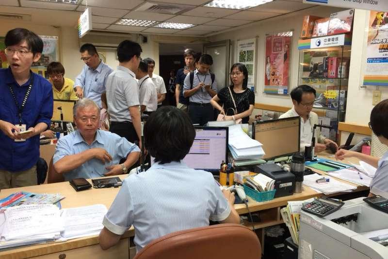 20180514-勞動部與立委突襲立院中華電信門市。(勞動部提供)499之亂