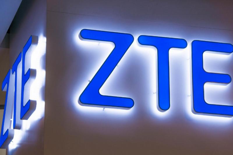 受到美國禁售令影響,中興通訊(ZTE)面臨營運危機,川普在這個關鍵時刻遞出橄欖枝,已經指示商務部幫助中興「回到正軌」。(圖/取自shutterstock,數位時代提供)