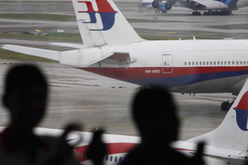 馬來西亞航空公司停在吉隆坡國際機場停機坪上的飛機。(美聯社)