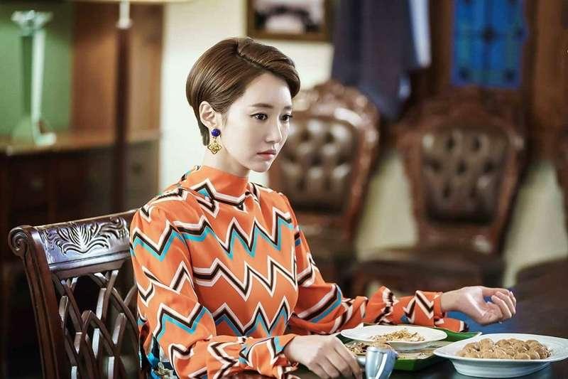 交友網站透過「暗樁」當愛情騙子,從富家女身上騙走大量金錢。(示意圖非本人/JTBC Drama@facebook)