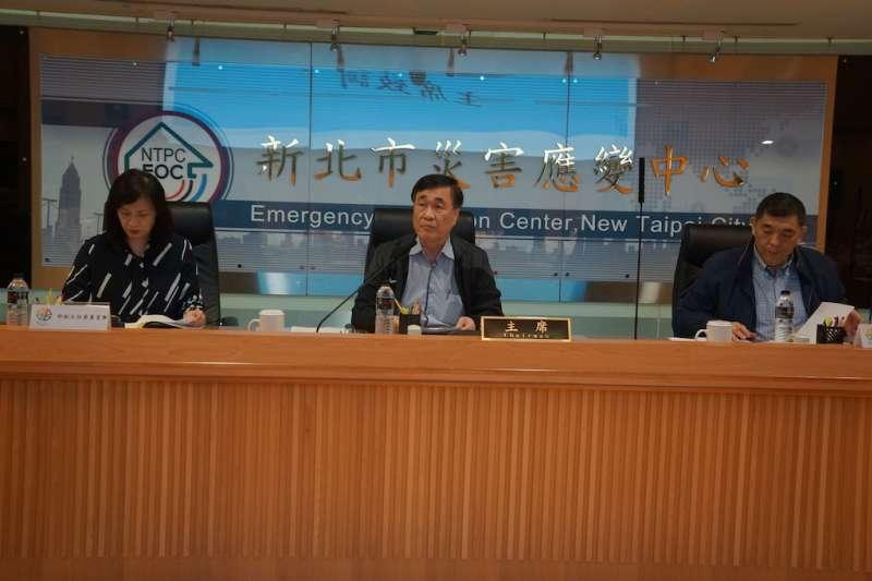 新北市核安監督委員會主任委員李四川(中)於107年第一次會議中公開聲明,強調核二廠2號機機組老舊,停機逾600天,要求核安不容許風險、安全第一。 (圖/新北市政府提供)