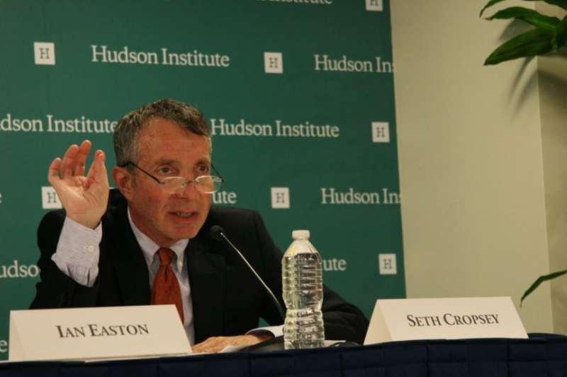 哈德遜研究所美國海權中心主任克羅普西(Seth Cropsey)。(美國之音)