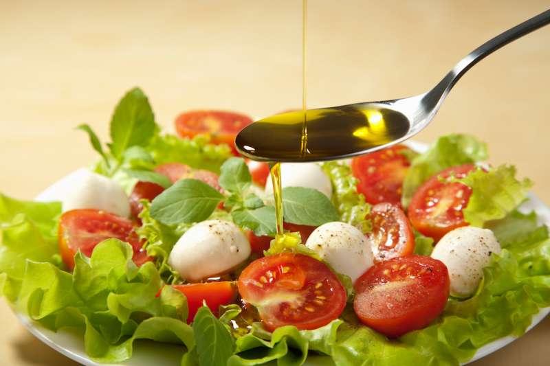 特級初榨橄欖油能在日常食物中引入各種新鮮的口味,是豐富飲食、食用健康脂肪的絕佳方式之一。(圖/歐盟太極計畫提供)