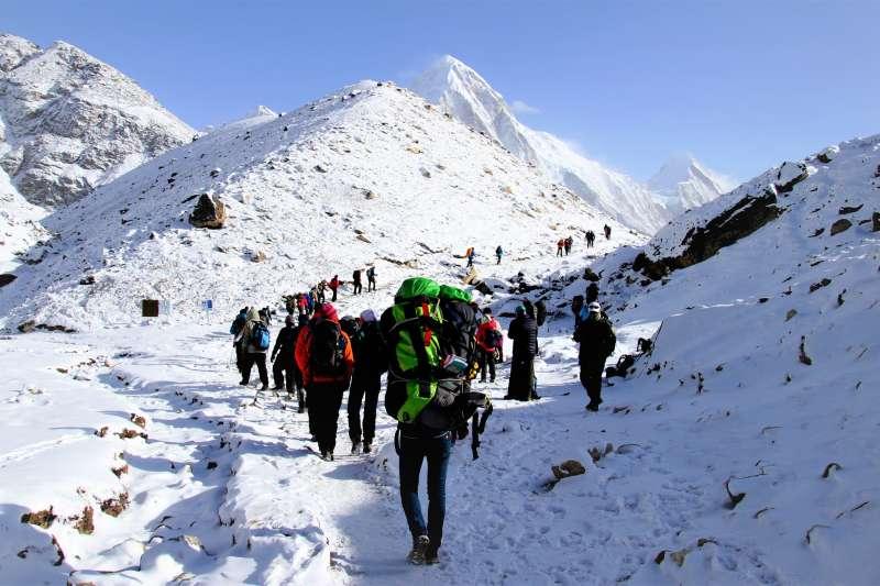 散居在尼泊爾、喜瑪拉雅山脈附近的民族「雪巴人」,以出色的攀登技巧和對嚴寒的耐受力聞名於世。(示意圖,非當事人/Guillaume Baviere@flickr)