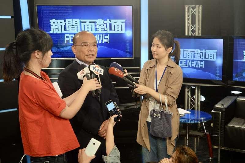 民進黨新北市長參選人蘇貞昌(中)表示,台北市長選舉黨中央應遵循民主機制、斟酌各方情況,最後提出一定是適當人選。(蘇貞昌辦公室提供)