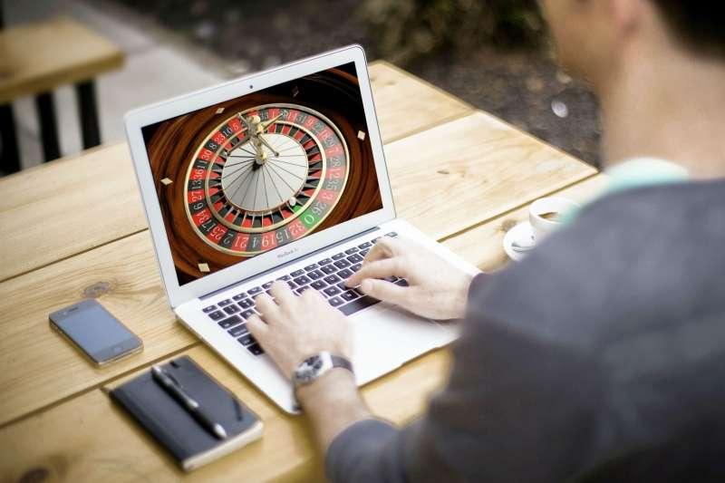 賭場業者告訴你,不管在怎麼賭,還是老闆最賺啦!(示意圖/pixabay)