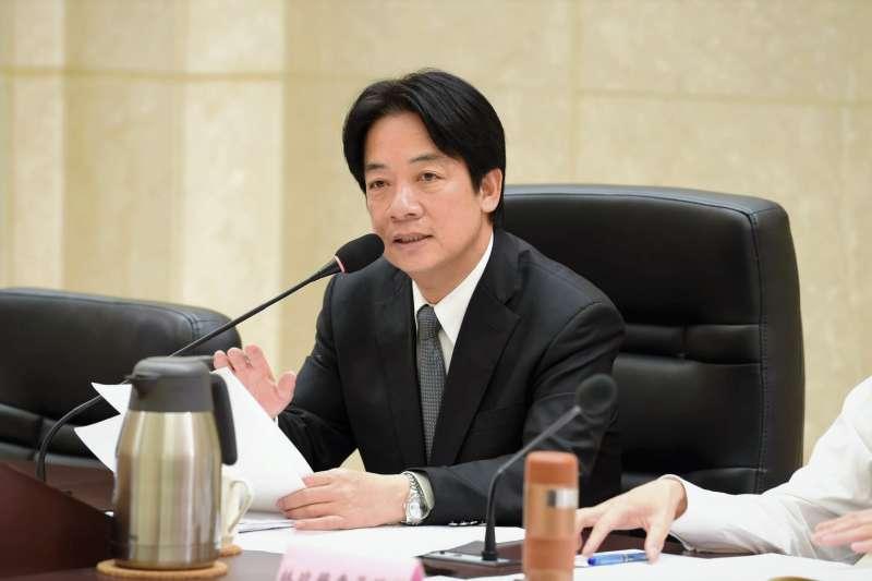 賴清德院長宣布,中央政府機關未來將逐步把起薪調高至3萬元、基本工資時薪由140元上調至150元。但這些能補得了台灣的低薪黑洞嗎?(圖/賴清德@facebook)