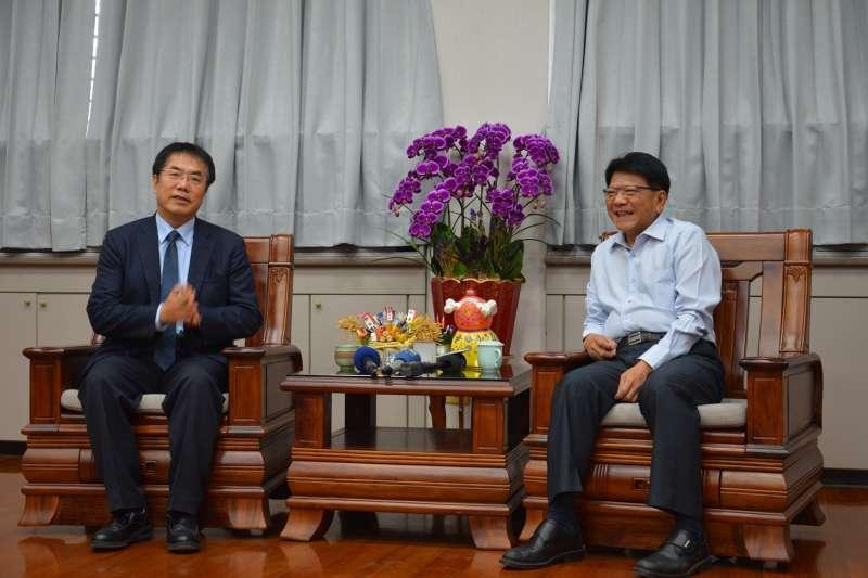 台南市長候選人黃偉哲(左)與屏東縣長潘孟安過去曾在立院合作過,有深厚的革命情感,私底下2人也是好朋友。(屏東縣政府提供)