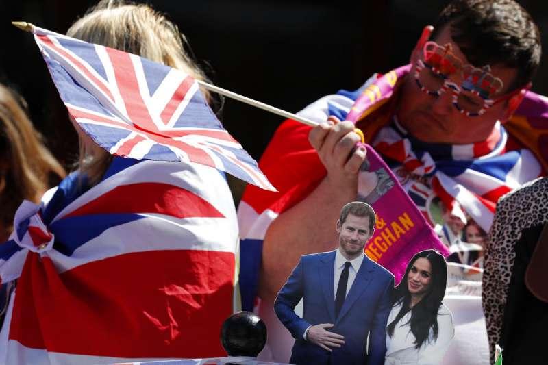 2018年5月17日,哈利王子與梅根舉行婚禮預演,英國民眾在溫莎守候迎接。(AP)