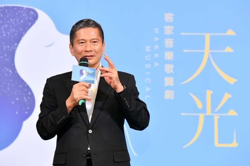 20180518-客家音樂歌舞劇《天光》.客委會主委李永得致詞(客委會提供)
