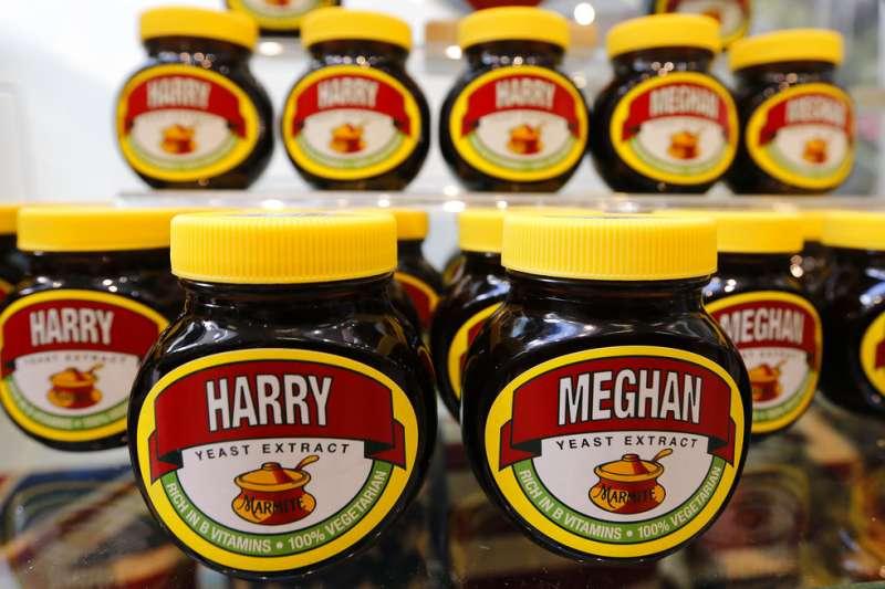 英國哈利王子與梅根將於19日舉行婚禮,廠商推出梅根與哈利為名的馬麥醬。(AP)