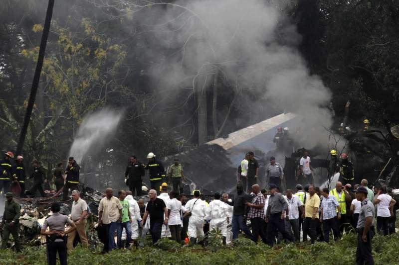 古巴航空公司一架波音737客機18日在首都哈瓦那的荷塞.馬蒂國際機場起飛之後不久墜毀,造成慘重傷亡(AP)