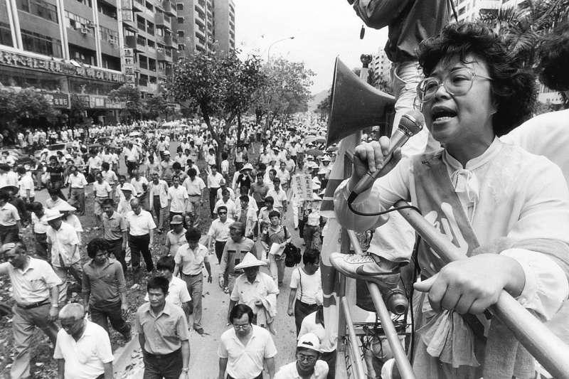 1988年當時台灣剛解嚴,各種運動都走上街頭;其中,520農民運動是台灣解嚴後最大的一場抗爭。(邱萬興提供)