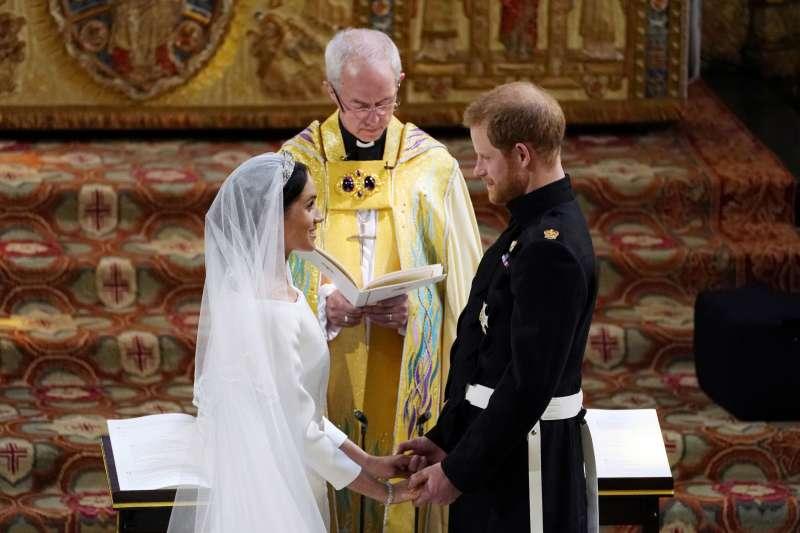 英國哈利王子與美國女星梅根19日完婚,身為女性主義者的梅根並未在結婚誓詞說出「服從(丈夫)」二字(美聯社)