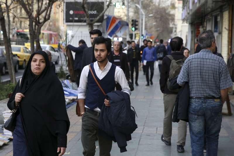 伊朗跨性別者在日常生活中常受到騷擾。圖中為跨性別男性納賈菲(Amir Ali Najafi)。(美聯社)
