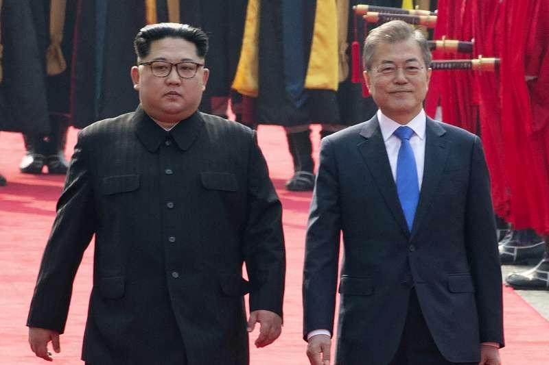 2018年4月板門店會,北韓領導人金正恩與南韓總統文在寅(AP)
